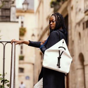 Designový batoh Classic, velikost M, Indigo, bílá