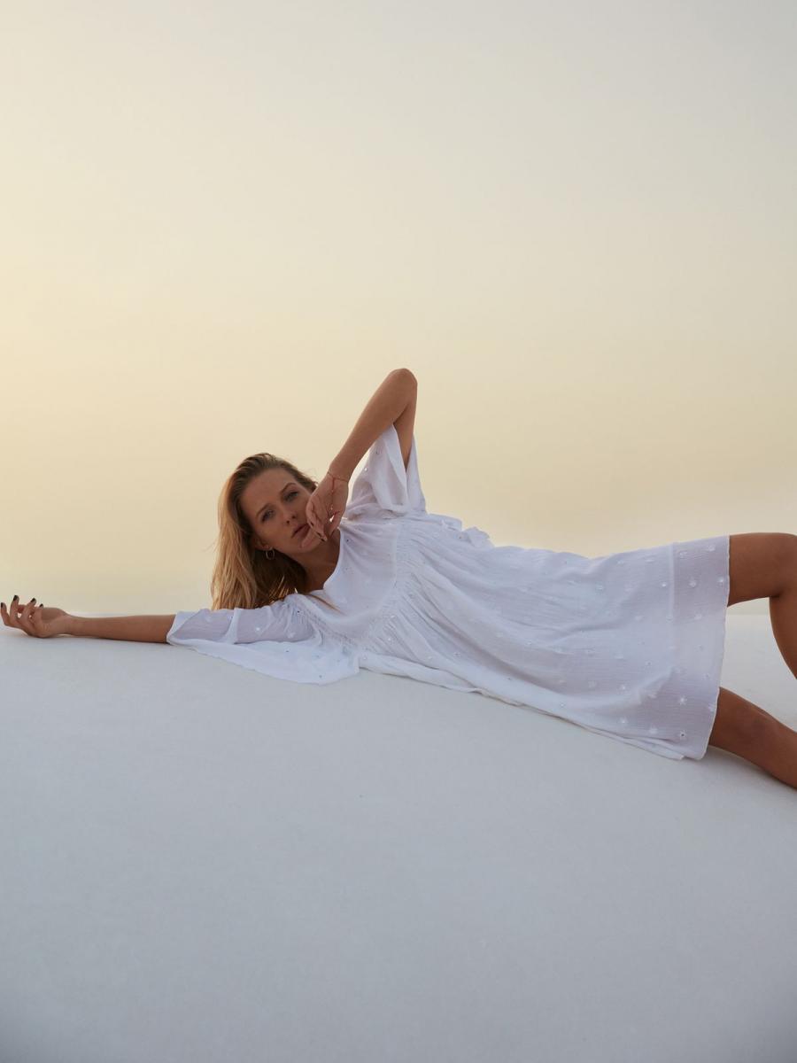 Top Secret šaty dámské bílé s netopýřím krátkým rukávem