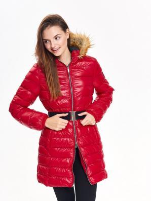 Bunda dámská červená s černým páskem a kožíškovou kapucí