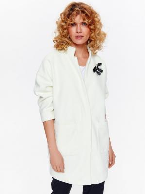 Kabát dámský bílý s odepínací ozdobou a 7/8 rukávy